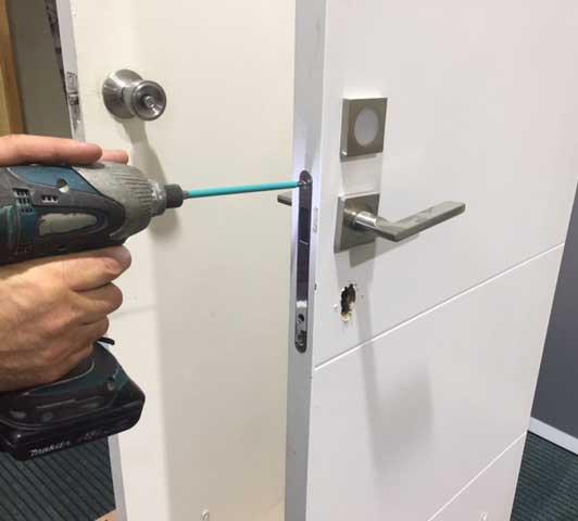 פריצת דלת פלדה